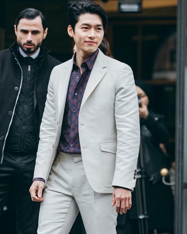Hyun Bin ngoài đời thích diện vest như quý ông, vuốt tóc lãng tử - Ảnh 4.