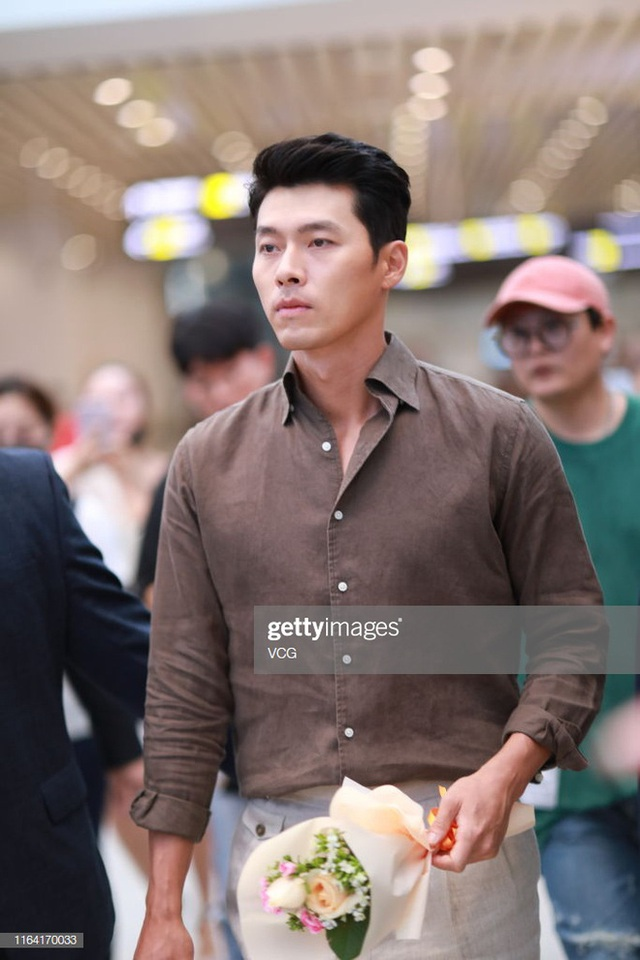 Hyun Bin ngoài đời thích diện vest như quý ông, vuốt tóc lãng tử - Ảnh 10.