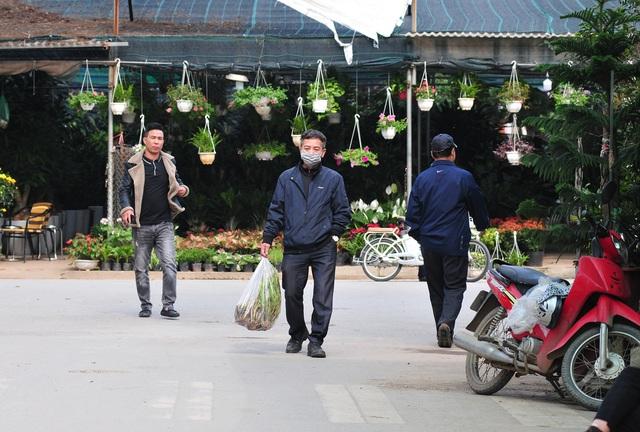 Độc đáo phiên chợ hoa, cây cảnh năm ngày họp một lần tại Hà Nội - Ảnh 4.