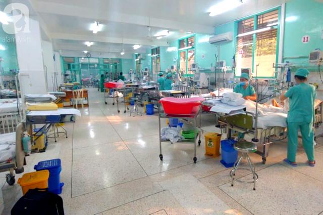 Thương tâm: Anh trai bắn súng hơi trúng lưng, bé 6 tuổi ở Lâm Đồng liệt 2 chân - Ảnh 1.