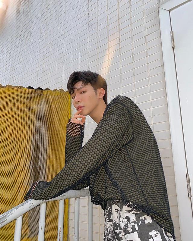 Sơn Tùng diện đồ như trai châu Âu, Trấn Thành đeo túi Dior 2.700 USD - Ảnh 7.
