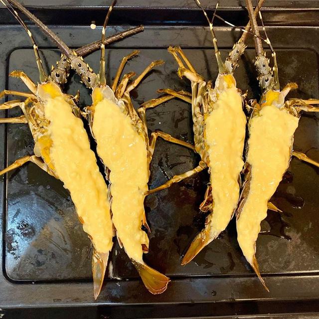 Giải cứu tôm hùm xanh, chị em nô nức làm món phô mai nướng hải sản ngon đã đời - Ảnh 9.