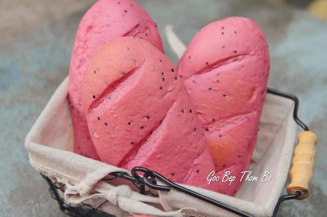 Công thức làm bánh mì từ thanh long được giải cứu đang gây xôn xao, có gì đặc biệt? - Ảnh 4.