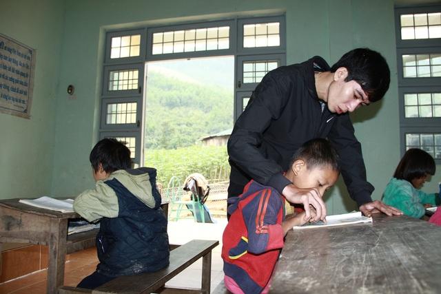 """Chuyện cảm động về người thầy luôn phải soạn sẵn """"hai giáo án"""" đứng lớp - Ảnh 1."""