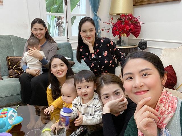 Á hậu Thanh Tú ôm con đi hội ngộ đội mỹ nhân Hoa hậu Việt Nam - Ảnh 2.