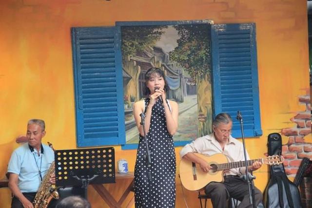 """Cô gái hát nhạc Trịnh """"Ta đã thấy gì trong đêm nay"""" gây sốt là ai? - Ảnh 2."""