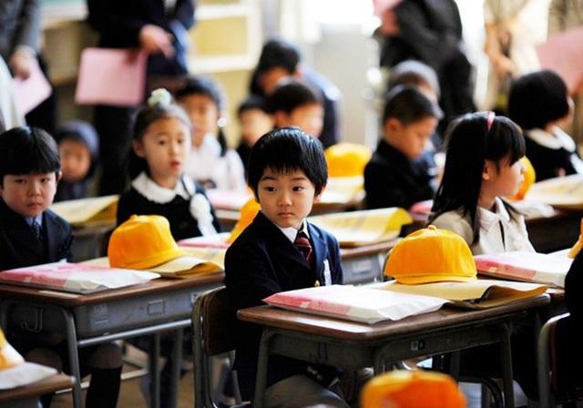 Phụ huynh Việt ở nước ngoài yên tâm cho con đi học trong dịch Covid-19  - Ảnh 1.