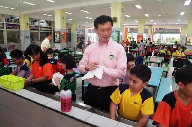 Phụ huynh Việt ở nước ngoài yên tâm cho con đi học trong dịch Covid-19  - Ảnh 2.
