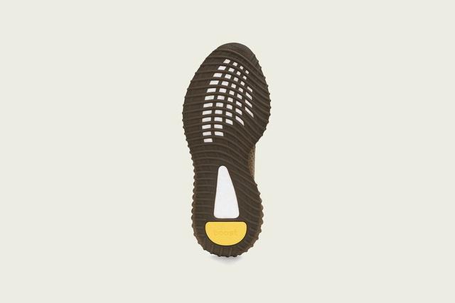 3 mẫu giày Yeezy mới ra mắt vào thứ bảy, dân tình chê phối màu xấu - Ảnh 2.