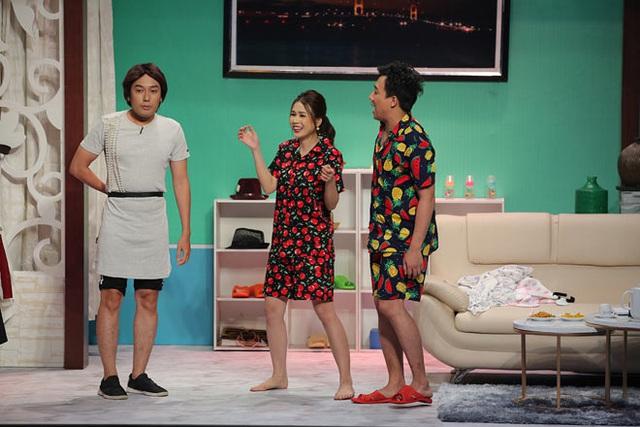 Mỹ nhân Việt sở hữu 50 tỷ tuột váy thành đồ ngủ trên truyền hình - Ảnh 3.