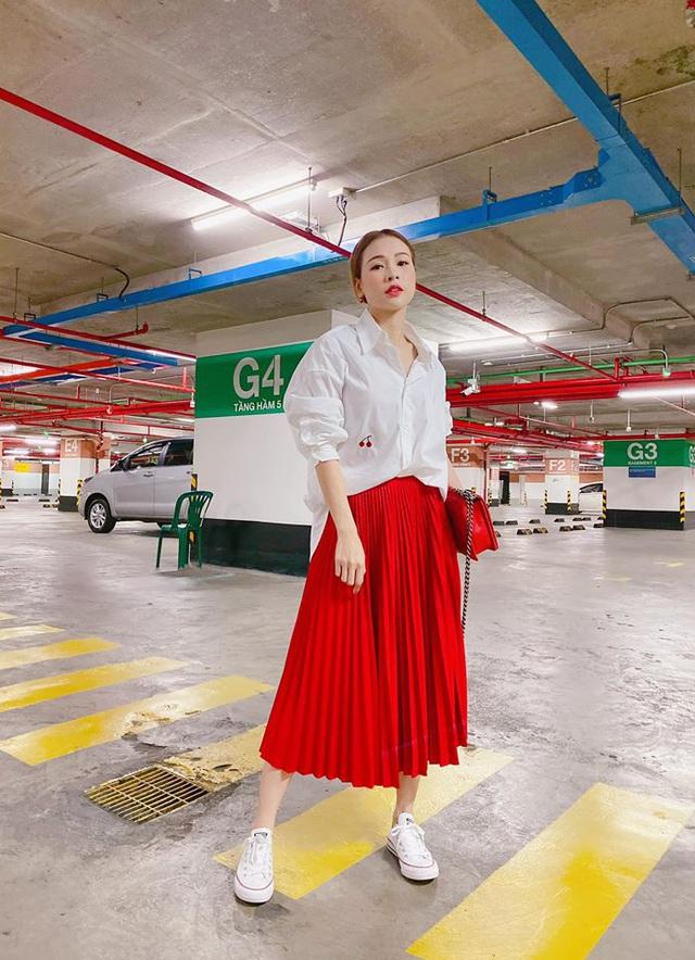Mỹ nhân Việt sở hữu 50 tỷ tuột váy thành đồ ngủ trên truyền hình - Ảnh 5.