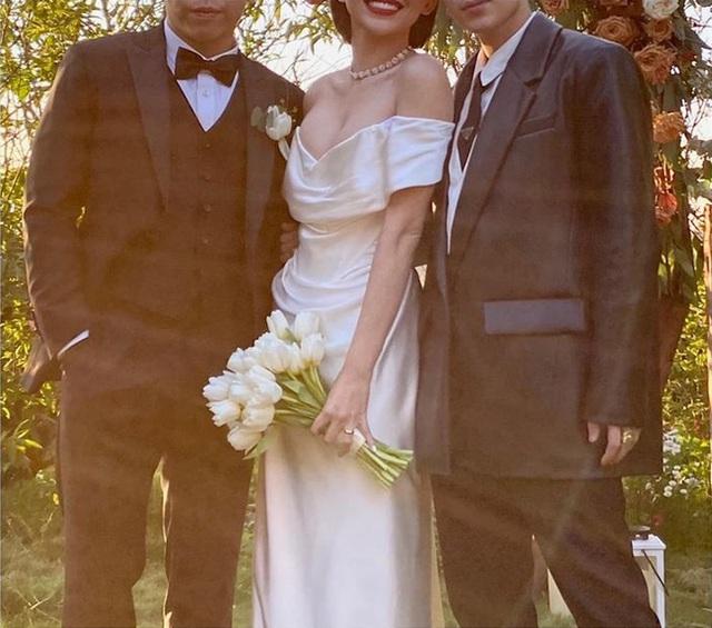 Tóc Tiên thoải mái lộ diện bên hội bạn thân sau hôn lễ nhưng gây chú ý nhất lại là chiếc nhẫn cưới trên tay - Ảnh 2.