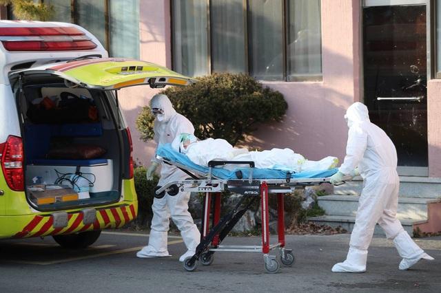 7 người tử vong, 763 ca nhiễm COVID-19, Hàn Quốc tạm đóng cửa trường học, cắt giảm chuyến bay - Ảnh 3.