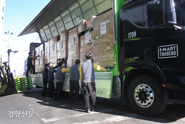 Hành động tuyệt vời của siêu thị Hàn Quốc giúp người dân giữa tâm dịch COVID-19 - Ảnh 1.