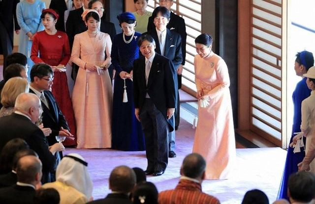 Nhật hoàng mừng sinh nhật tuổi 60 và chia sẻ về bệnh tình hiện tại của Hoàng hậu Masako khiến ai cũng xúc động - Ảnh 3.