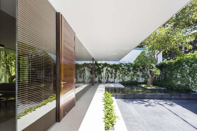 Ngôi nhà 1 tầng mát mẻ quanh năm nhờ cây xanh phủ khắp lối - Ảnh 3.