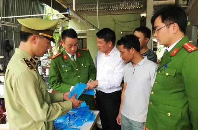Nghệ An: Một cơ sở nghi làm giả hơn 30.000 khẩu trang y tế - Ảnh 2.