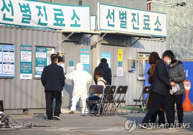 Cập nhật COVID-19: Hàn Quốc có ca tử vong thứ 10, số người mắc gần chạm ngưỡng 1.000 ca - Ảnh 3.