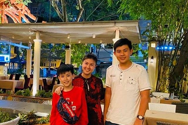 Con trai Kim Thư - Phước Sang cao lớn điển trai - Ảnh 1.
