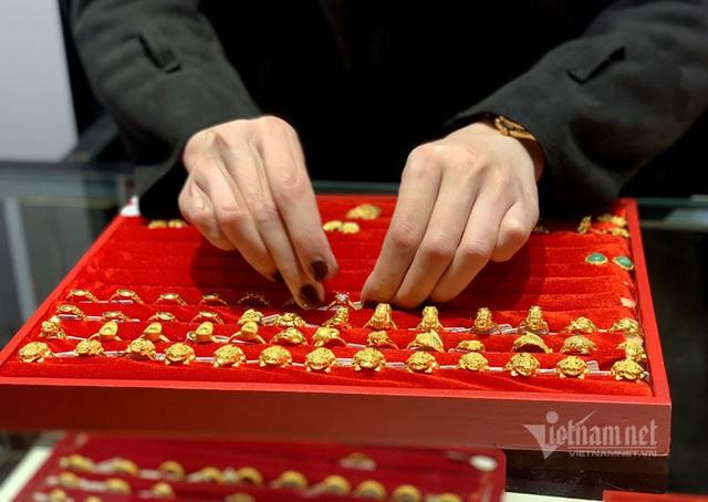 Để dành hơn 15 triệu/tháng, mỗi năm gần 200 triệu mua vàng - Ảnh 1.
