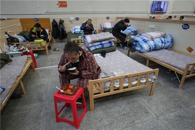 Cuộc sống tại bệnh viện dã chiến Vũ Hán - Ảnh 5.