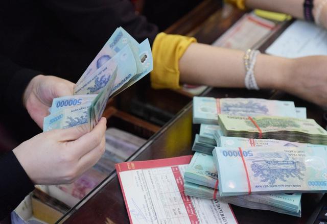 Hà Nội: Người dân xếp hàng chờ mua, bán vàng trong lúc giá nhảy múa từng giờ - Ảnh 16.