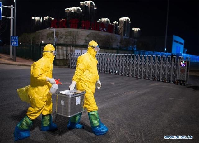 Hình ảnh những người chuyên gom mẫu bệnh phẩm Covid-19 ở Vũ Hán - Ảnh 7.