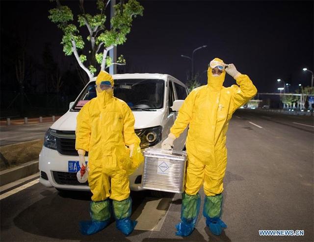 Hình ảnh những người chuyên gom mẫu bệnh phẩm Covid-19 ở Vũ Hán - Ảnh 8.