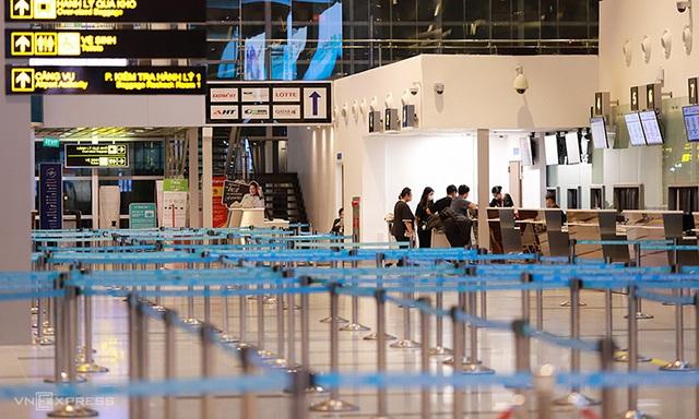 Các hãng lại giảm giá vé máy bay - Ảnh 1.