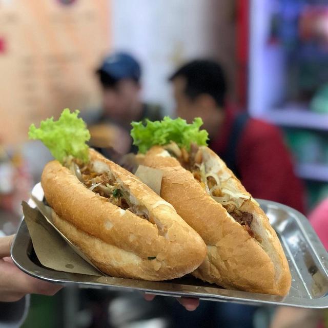 7 địa chỉ bánh mì nổi tiếng không thể bỏ qua ở Hà Nội - Ảnh 11.