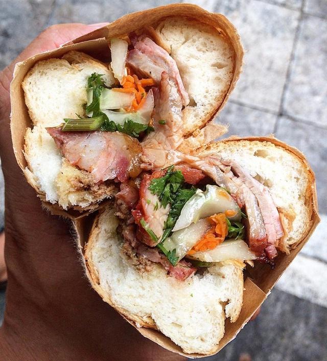 7 địa chỉ bánh mì nổi tiếng không thể bỏ qua ở Hà Nội - Ảnh 13.
