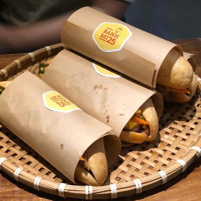 7 địa chỉ bánh mì nổi tiếng không thể bỏ qua ở Hà Nội - Ảnh 14.