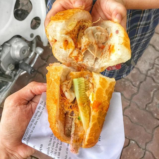 7 địa chỉ bánh mì nổi tiếng không thể bỏ qua ở Hà Nội - Ảnh 5.