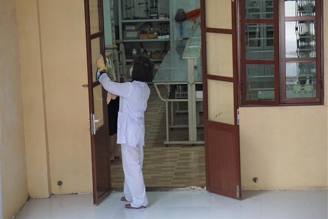 Học sinh THPT Hải Phòng đi học trở lại sau đợt nghỉ phòng chống dịch COVID-19 - Ảnh 2.