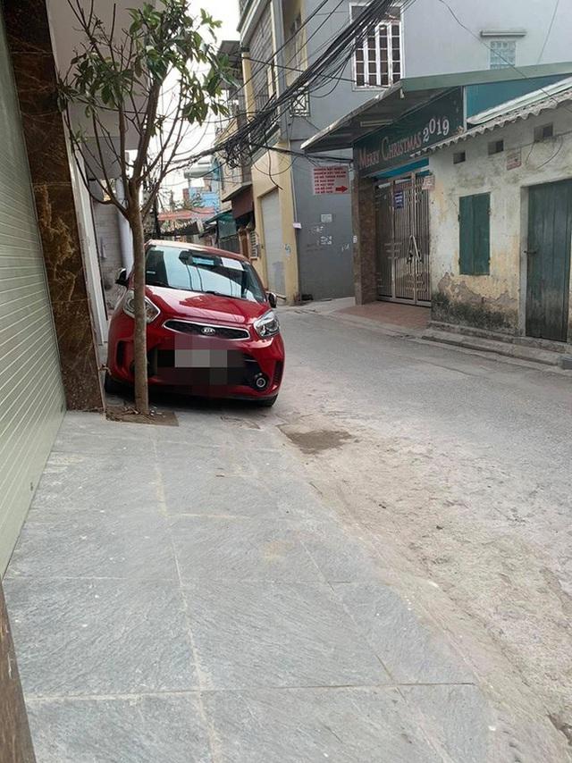 Tài xế đỗ xe chắn trước cửa nhà người khác nhưng mảnh giấy mà chủ xe để lại khiến chủ nhà chẳng thể nổi giận - Ảnh 2.
