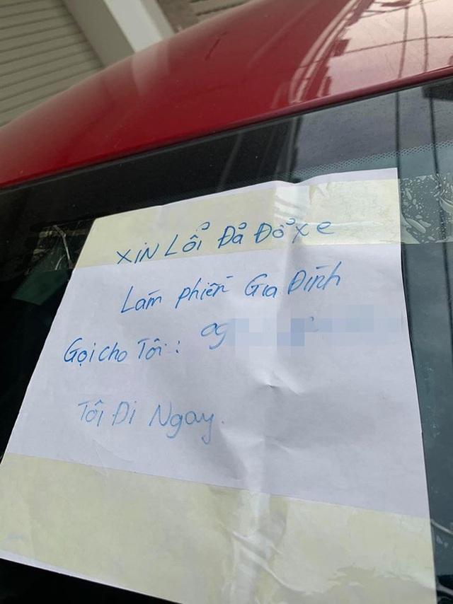 Tài xế đỗ xe chắn trước cửa nhà người khác nhưng mảnh giấy mà chủ xe để lại khiến chủ nhà chẳng thể nổi giận - Ảnh 3.