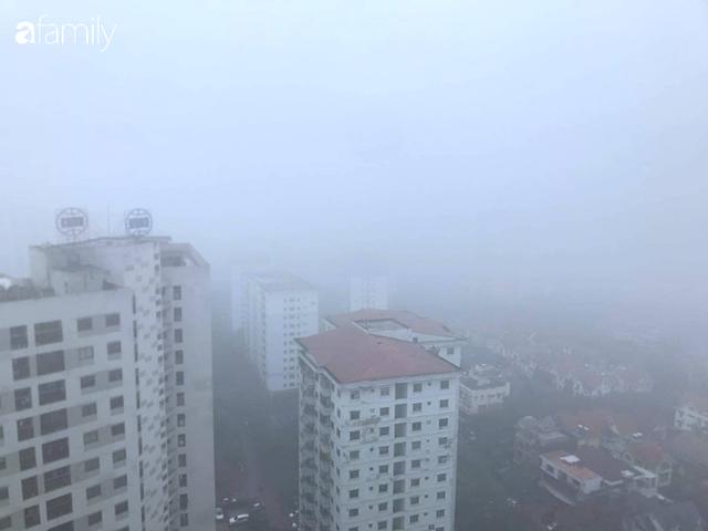 Giữa trưa, bầu trời Hà Nội vẫn trong màn sương mù dày đặc - Ảnh 3.