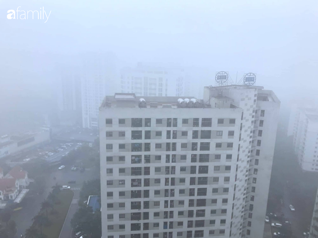 Giữa trưa, bầu trời Hà Nội vẫn trong màn sương mù dày đặc - Ảnh 9.