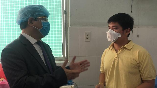 Người Trung Quốc nhiễm nCoV ở TP.HCM được xuất viện, liên tục cảm ơn bác sĩ Việt Nam - Ảnh 4.