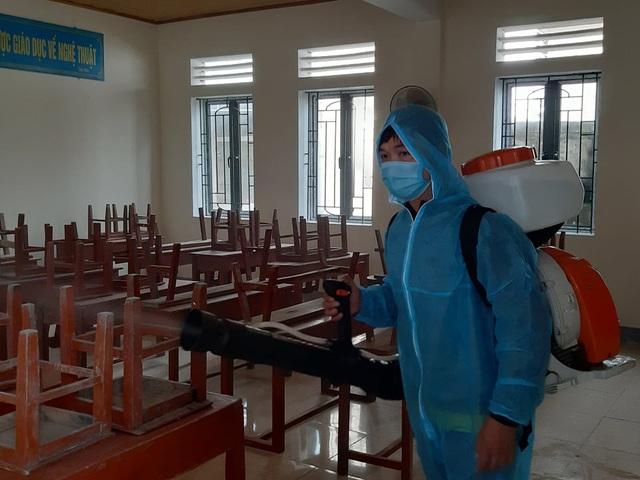 Hà Tĩnh: Phun thuốc khử trùng hơn 700 trường học để phòng dịch - Ảnh 3.