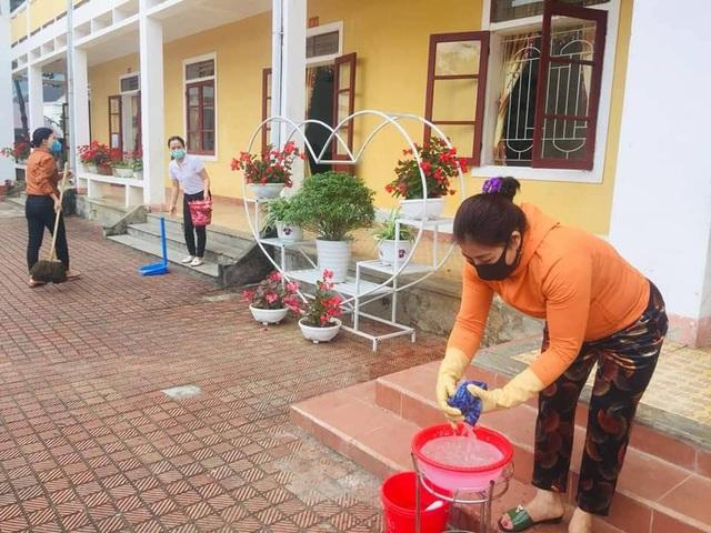 Hà Tĩnh: Phun thuốc khử trùng hơn 700 trường học để phòng dịch - Ảnh 6.