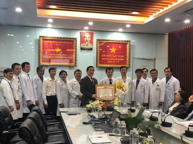 Người Trung Quốc nhiễm nCoV ở TP.HCM được xuất viện, liên tục cảm ơn bác sĩ Việt Nam - Ảnh 6.