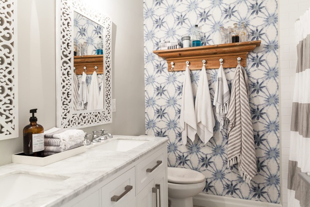 5 điều đang khiến phòng tắm của bạn trông bẩn và bừa bộn hơn - Ảnh 3.