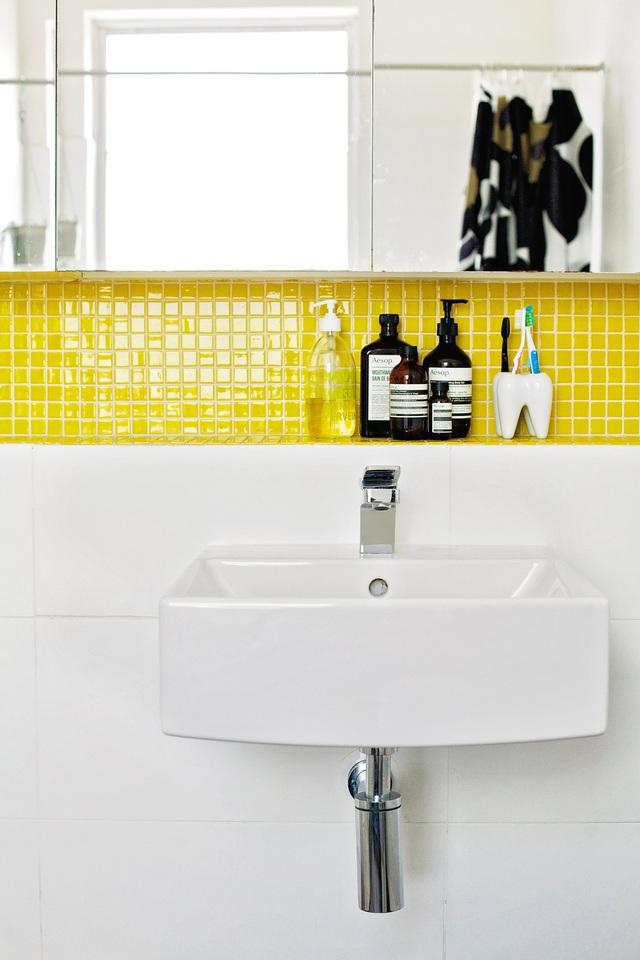 5 điều đang khiến phòng tắm của bạn trông bẩn và bừa bộn hơn - Ảnh 6.
