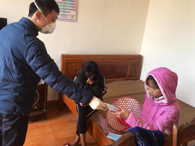 Sức khỏe của cô gái Thanh Hóa nhiễm virus corona sau 2 ngày xuất viện như thế nào? - Ảnh 2.