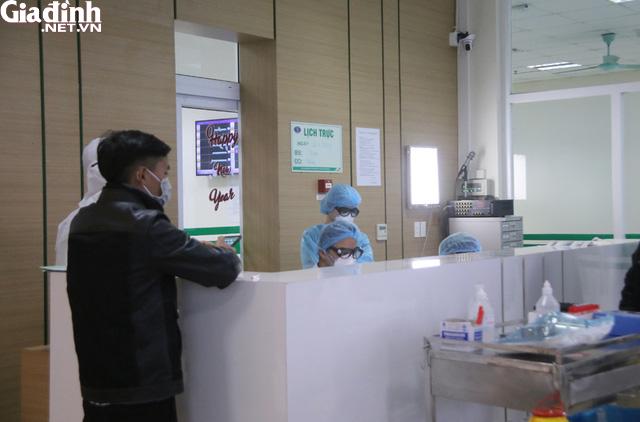 Bệnh nhân không hợp tác, bác sĩ phải ra sức thuyết phục người nghi nhiễm nCoV ở lại cách ly - Ảnh 5.