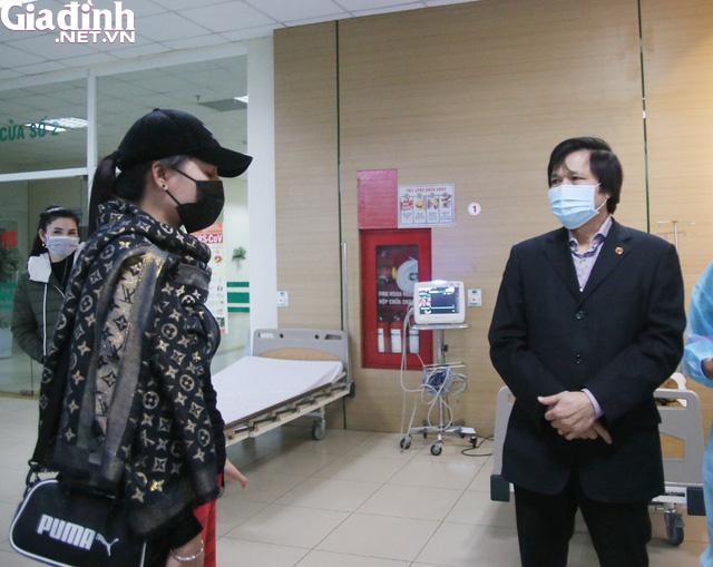 Bệnh nhân không hợp tác, bác sĩ phải ra sức thuyết phục người nghi nhiễm nCoV ở lại cách ly - Ảnh 7.