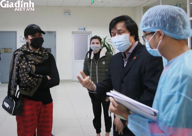 Bệnh nhân không hợp tác, bác sĩ phải ra sức thuyết phục người nghi nhiễm nCoV ở lại cách ly - Ảnh 6.