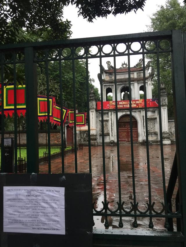 Hà Nội: Văn Miếu, Hoàng Thành và nhiều đền chùa đồng loạt treo thông báo đóng cửa để phòng virus corona - Ảnh 3.