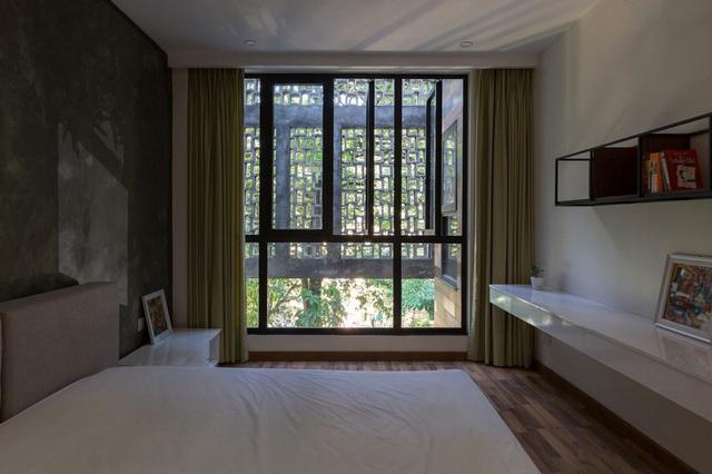 Ngôi nhà trong hẻm nhỏ Hà Nội trở nên nổi bật nhờ những bức tường làm bằng gốm sứ Bát Tràng - Ảnh 10.